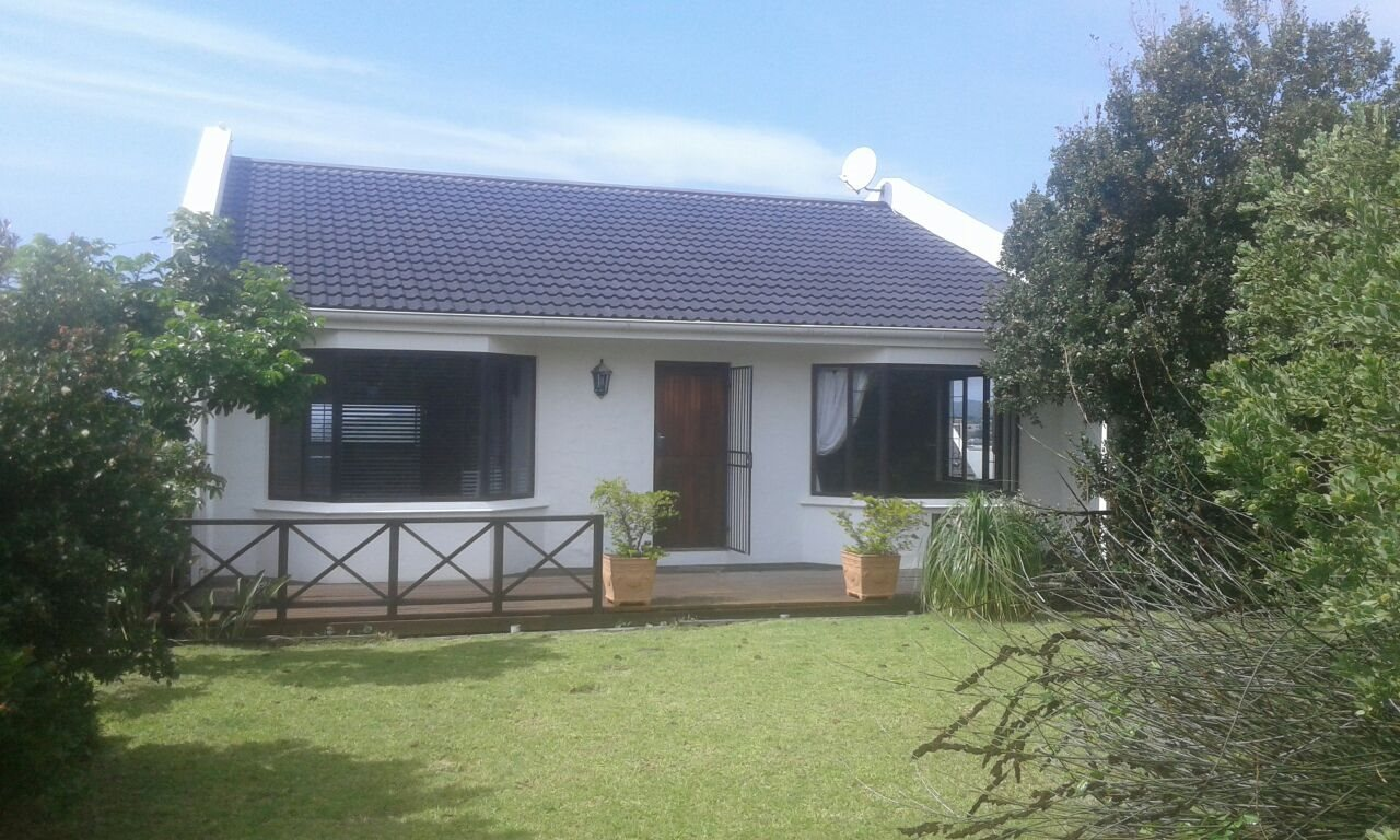 Beacon Bay property for sale. Ref No: 13566308. Picture no 40