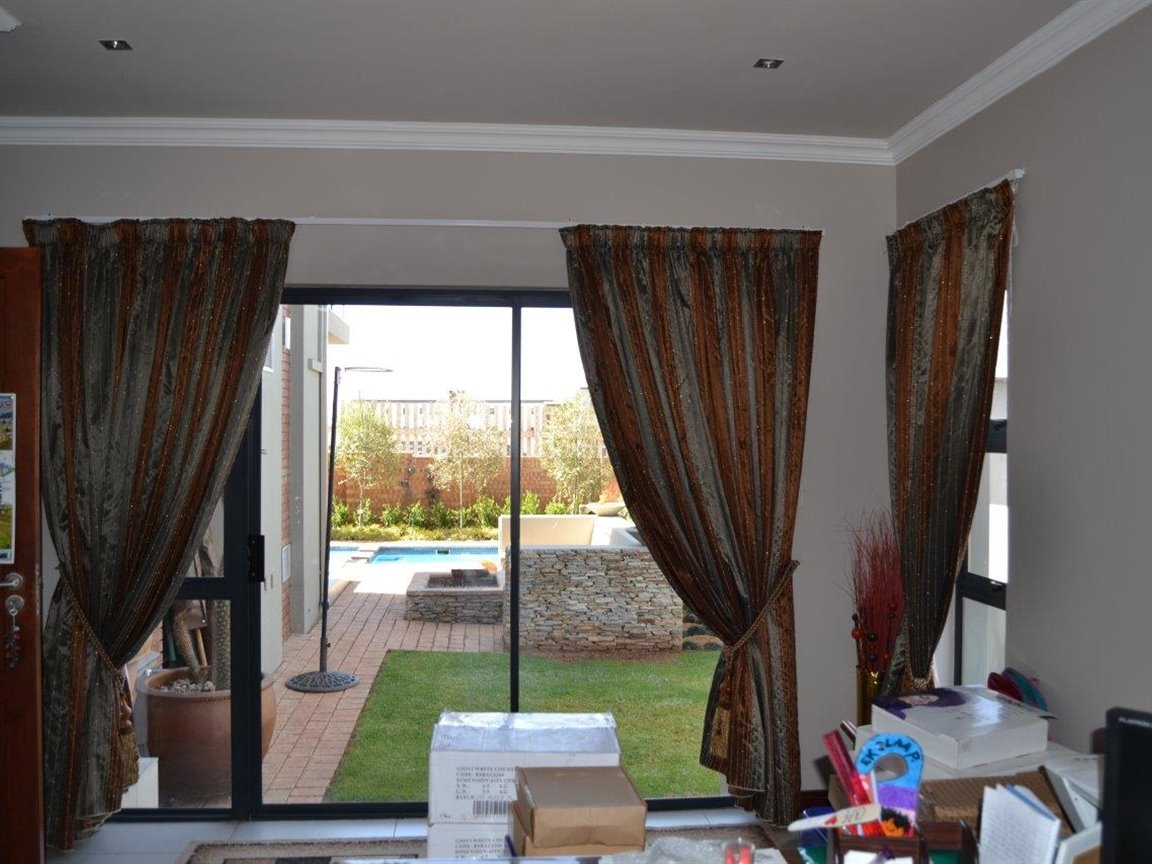 Midstream Hill property for sale. Ref No: 13395538. Picture no 15