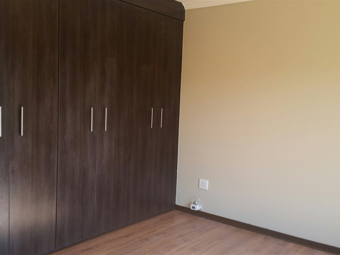 Three Rivers East property for sale. Ref No: 13349906. Picture no 4
