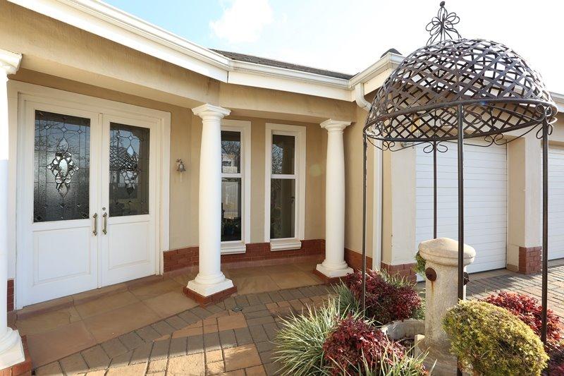 Midstream Estate property for sale. Ref No: 13254174. Picture no 2