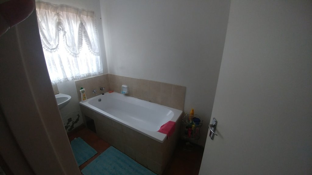 Rosslyn property for sale. Ref No: 13553204. Picture no 4