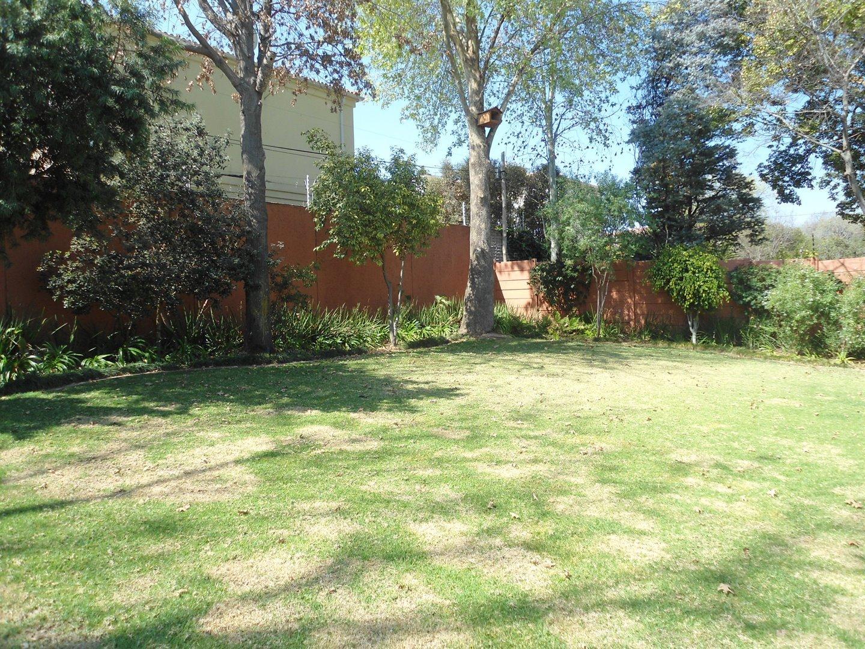 Douglasdale property for sale. Ref No: 13520882. Picture no 26