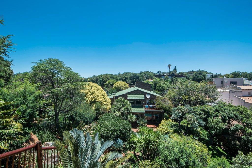 Glenvista property for sale. Ref No: 13529565. Picture no 35