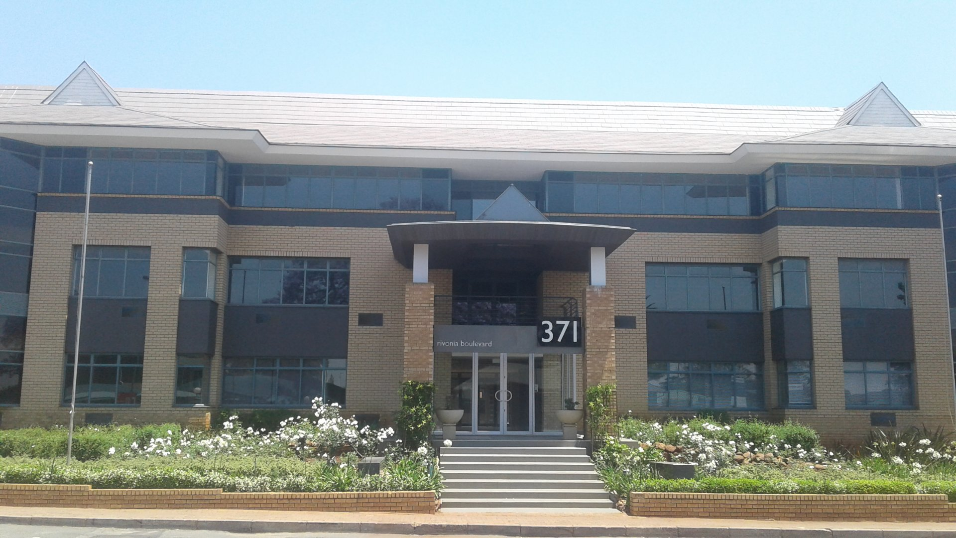 Property and Houses to rent in Sandton (All), Commercial - ZAR ,123,00*,M