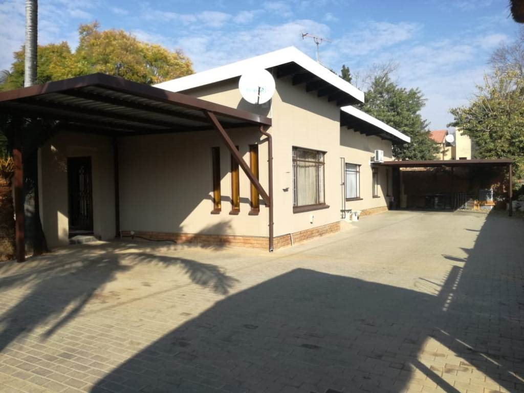 Property and Houses for sale in Theresapark, House, 4 Bedrooms - ZAR 1,658,000