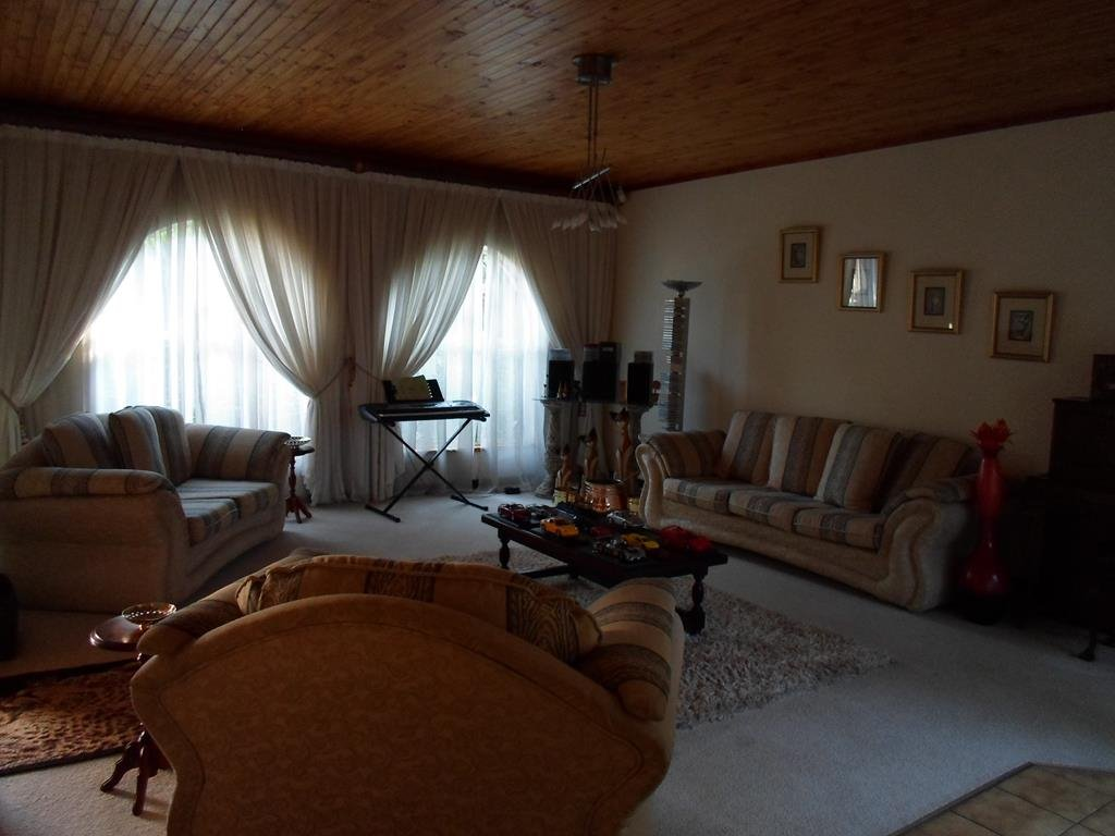 Eldoraigne property for sale. Ref No: 13295176. Picture no 3