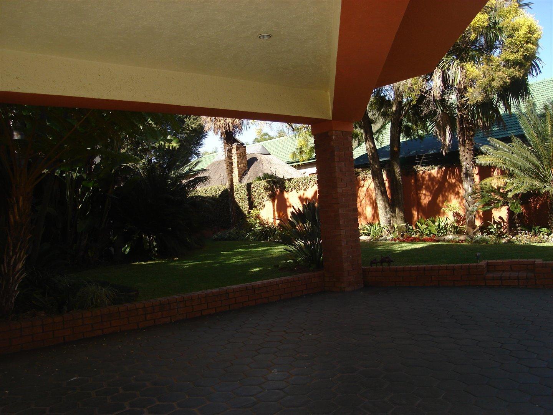Eldoraigne property for sale. Ref No: 13494397. Picture no 40