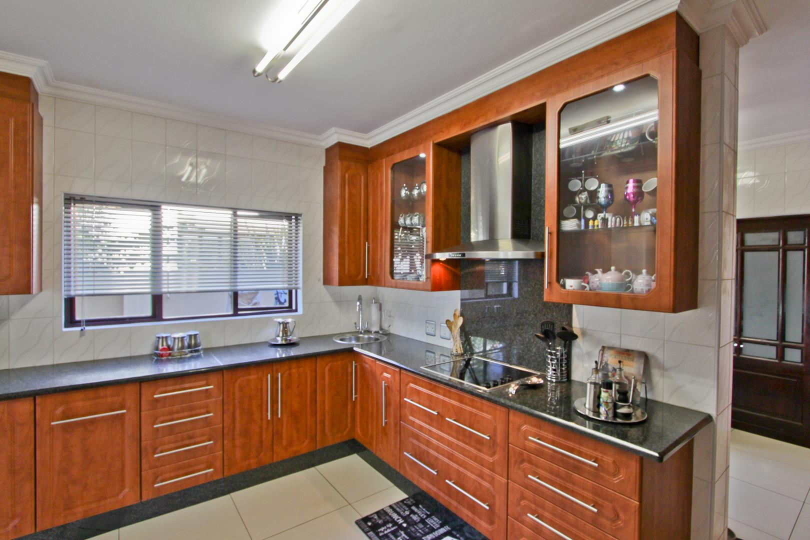Glenvista property for sale. Ref No: 13525971. Picture no 20