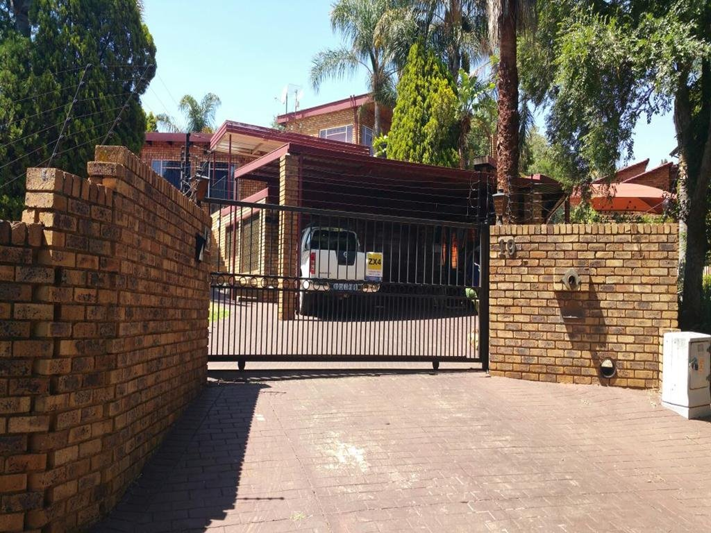 Centurion, Zwartkop Property  | Houses For Sale Zwartkop, Zwartkop, House 5 bedrooms property for sale Price:2,850,000