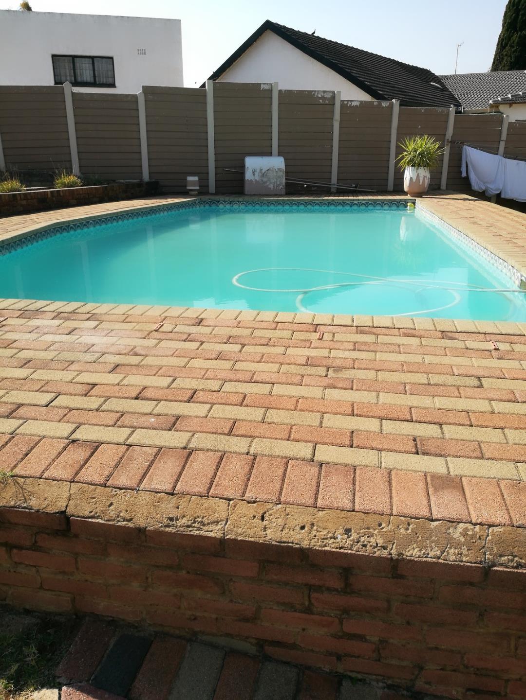 Mondeor property for sale. Ref No: 13525125. Picture no 11