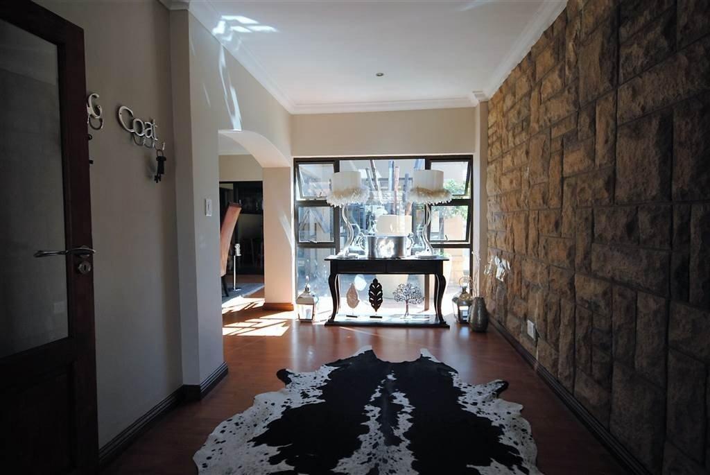 Midstream Estate property for sale. Ref No: 13506205. Picture no 13