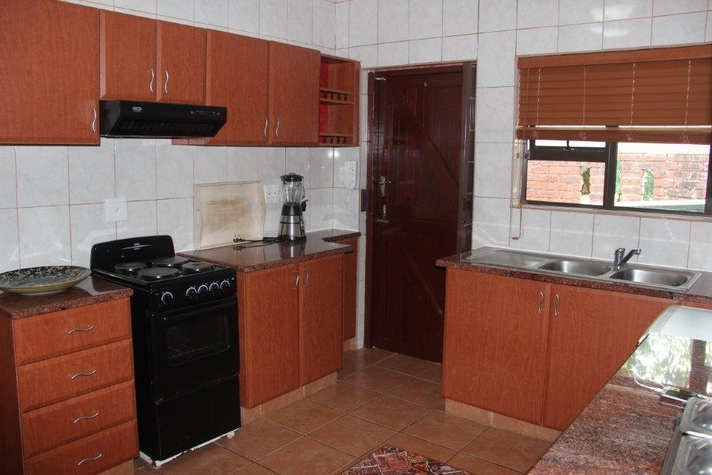 Uvongo property for sale. Ref No: 13529548. Picture no 14