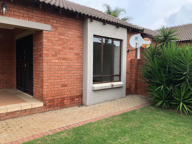 Centurion, Monavoni Property    Houses To Rent Monavoni, Monavoni, Townhouse 2 bedrooms property to rent Price:,  9,00*