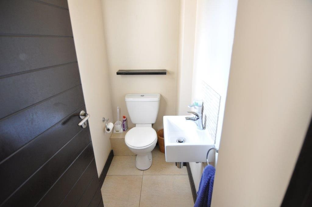 Broadacres property to rent. Ref No: 13503978. Picture no 9