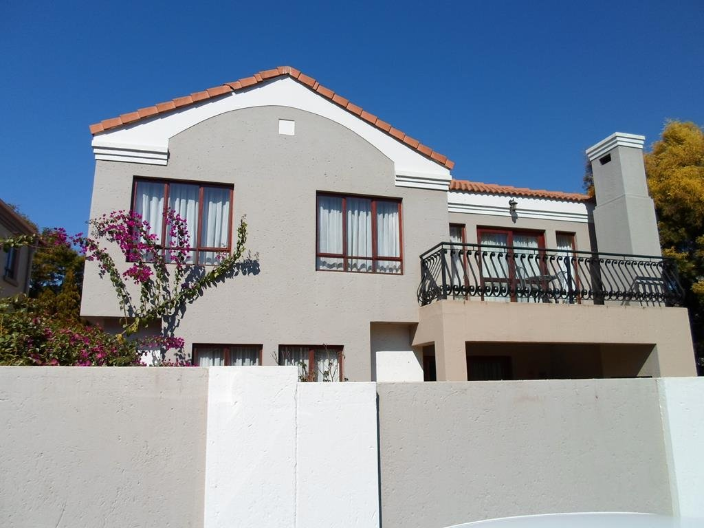 Property and Houses to rent in Centurion Golf Estate, House, 4 Bedrooms - ZAR , 28,00*,M