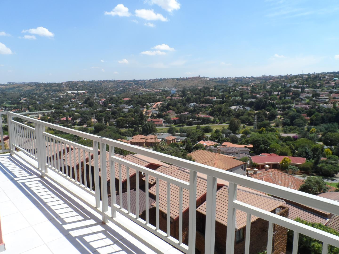 Property to Rent by Lilian Moore, Townhouse, 2 Bedrooms - ZAR ,  7,00*,M