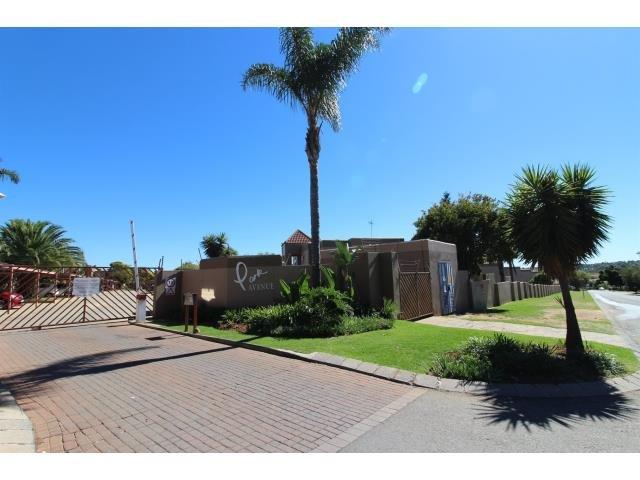 Roodepoort, Allens Nek Property  | Houses For Sale Allens Nek, Allens Nek, Townhouse 1 bedrooms property for sale Price:565,000