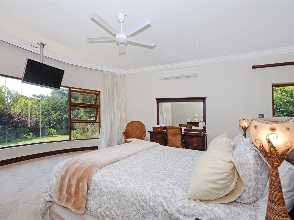 Houghton Estate property for sale. Ref No: 13429041. Picture no 9