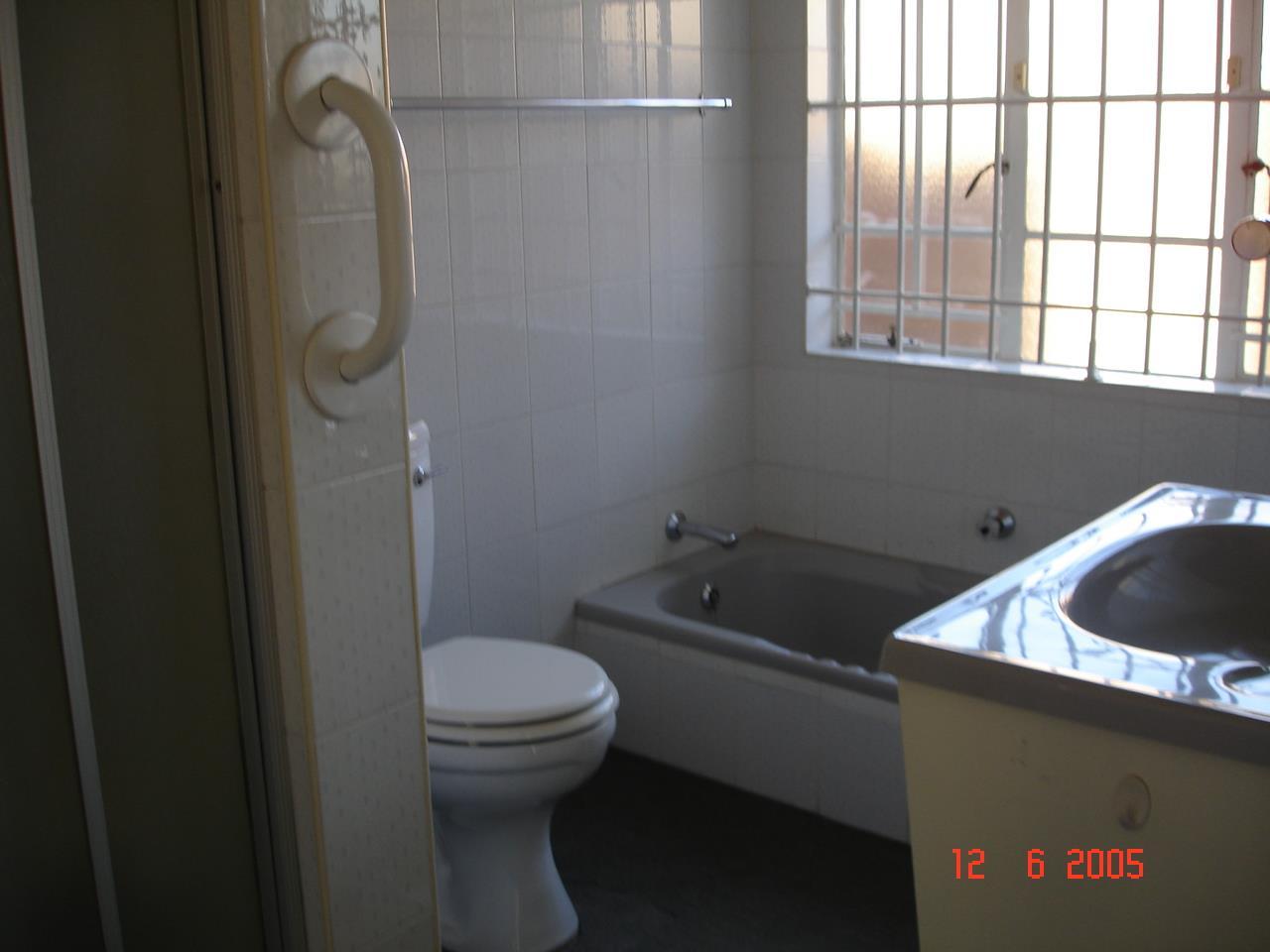 Glenvista property for sale. Ref No: 13525347. Picture no 20