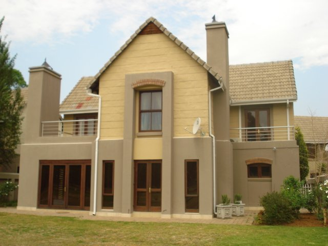 Property and Houses for sale in Zwartkop Golf Estate, House, 3 Bedrooms - ZAR 2,750,000