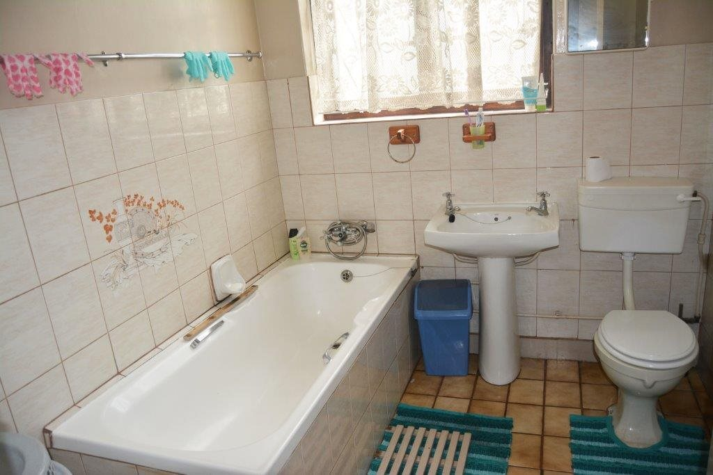 Margate property for sale. Ref No: 13567447. Picture no 7
