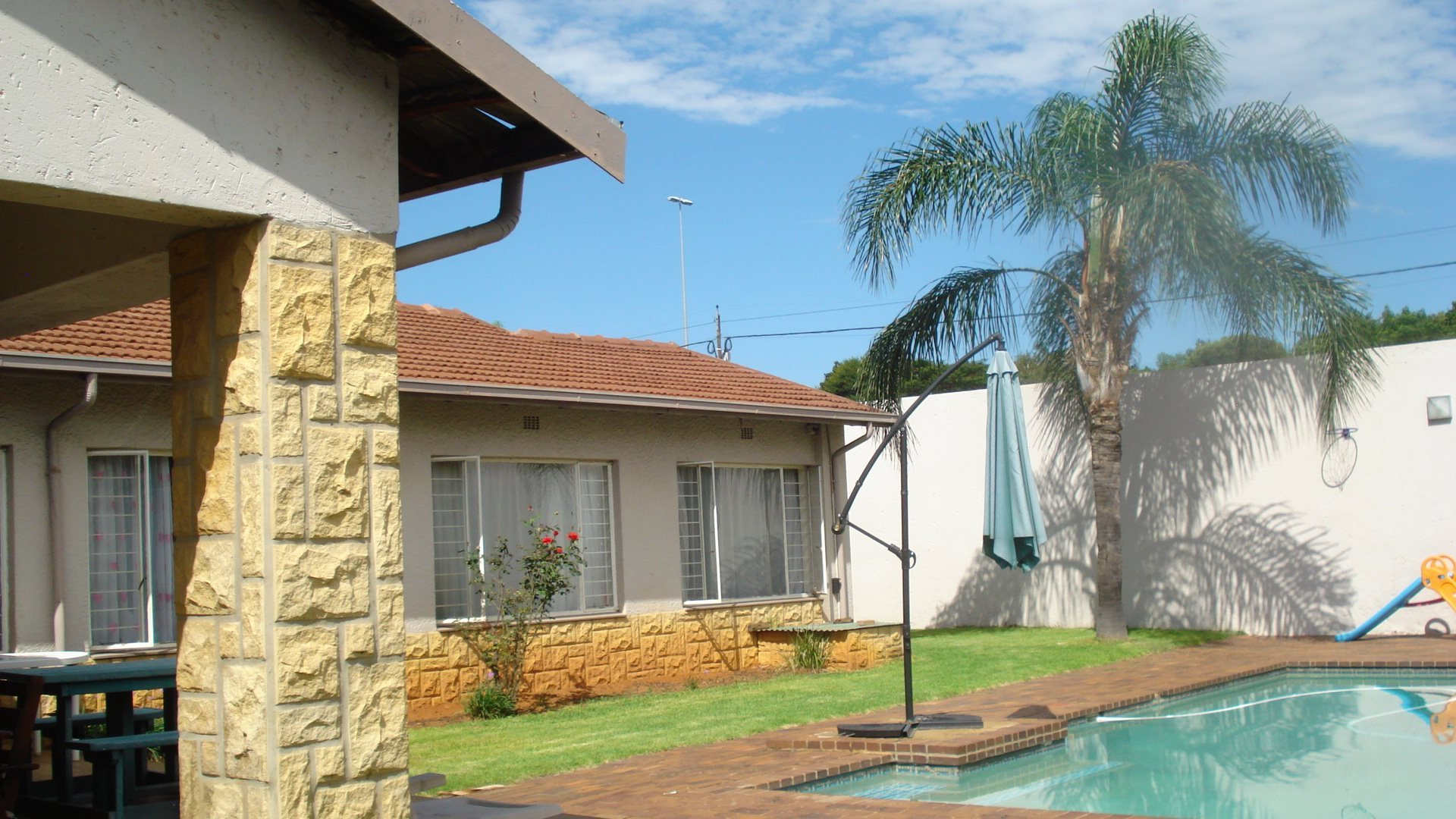 Property and Houses for sale in Randpark Ridge, House, 3 Bedrooms - ZAR 2,300,000