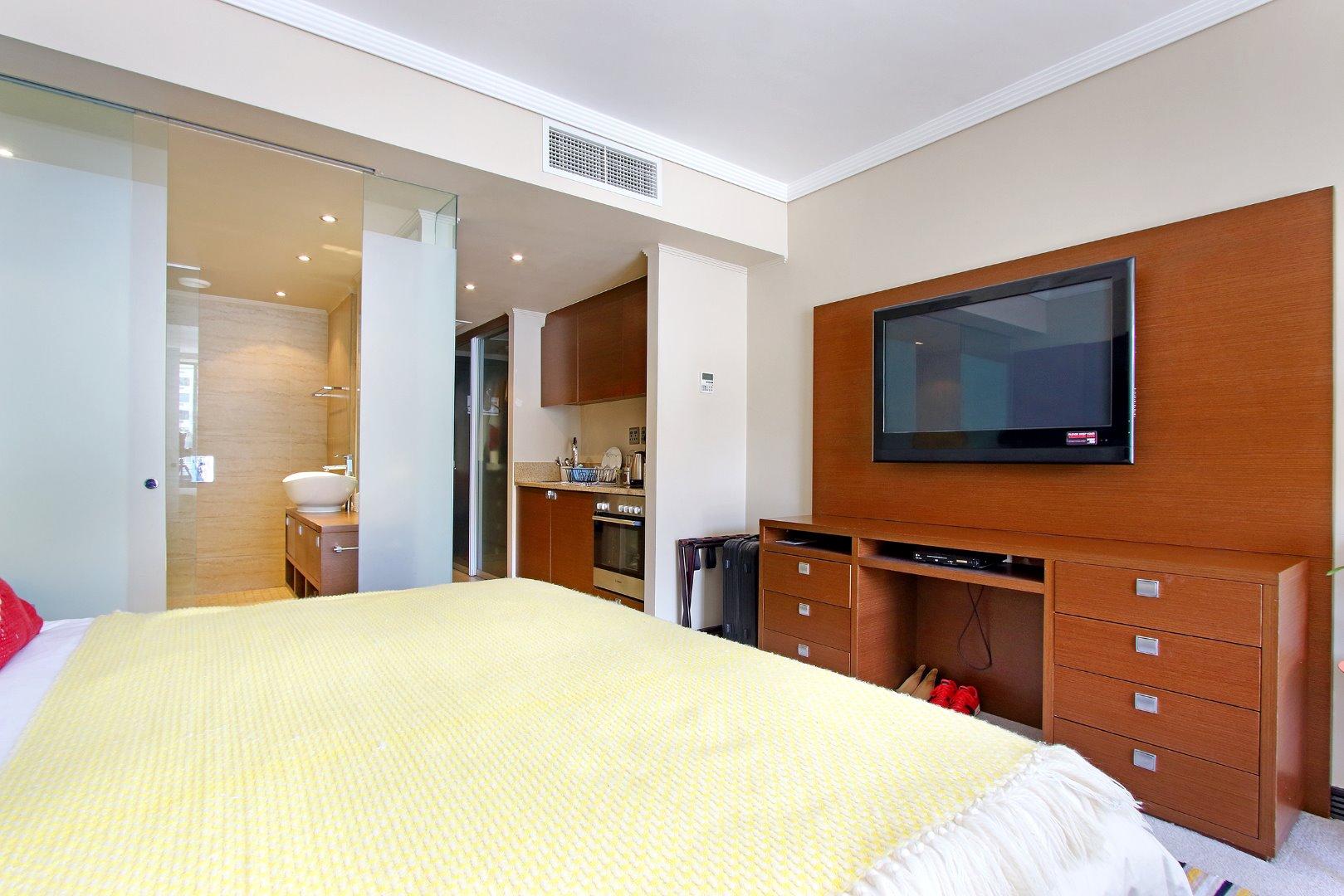Cape Town City Centre property for sale. Ref No: 13715960. Picture no 12