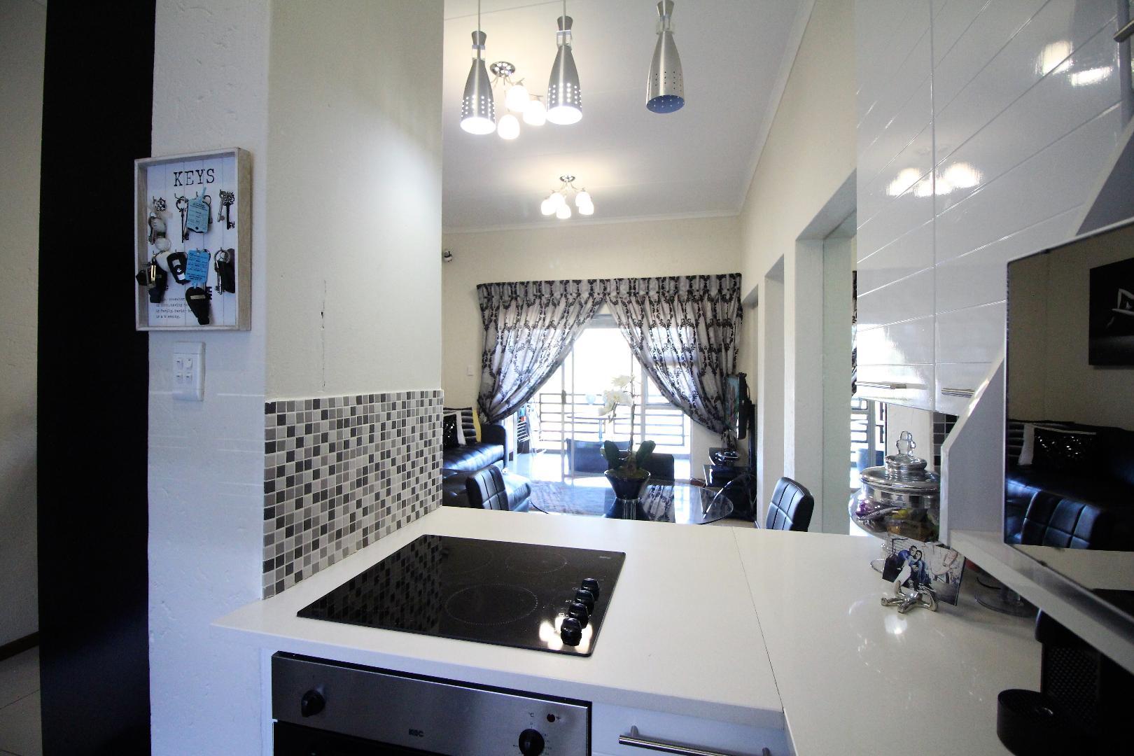 Glenvista property for sale. Ref No: 13493928. Picture no 6