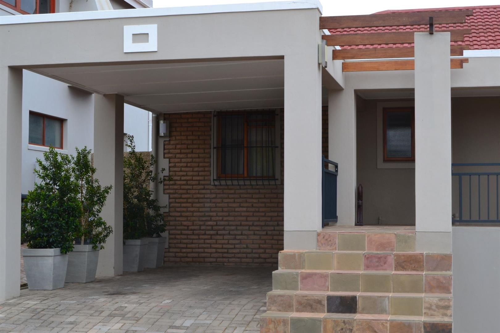 Property and Houses for sale in Fairway Heights, House, 3 Bedrooms - ZAR 3,360,000