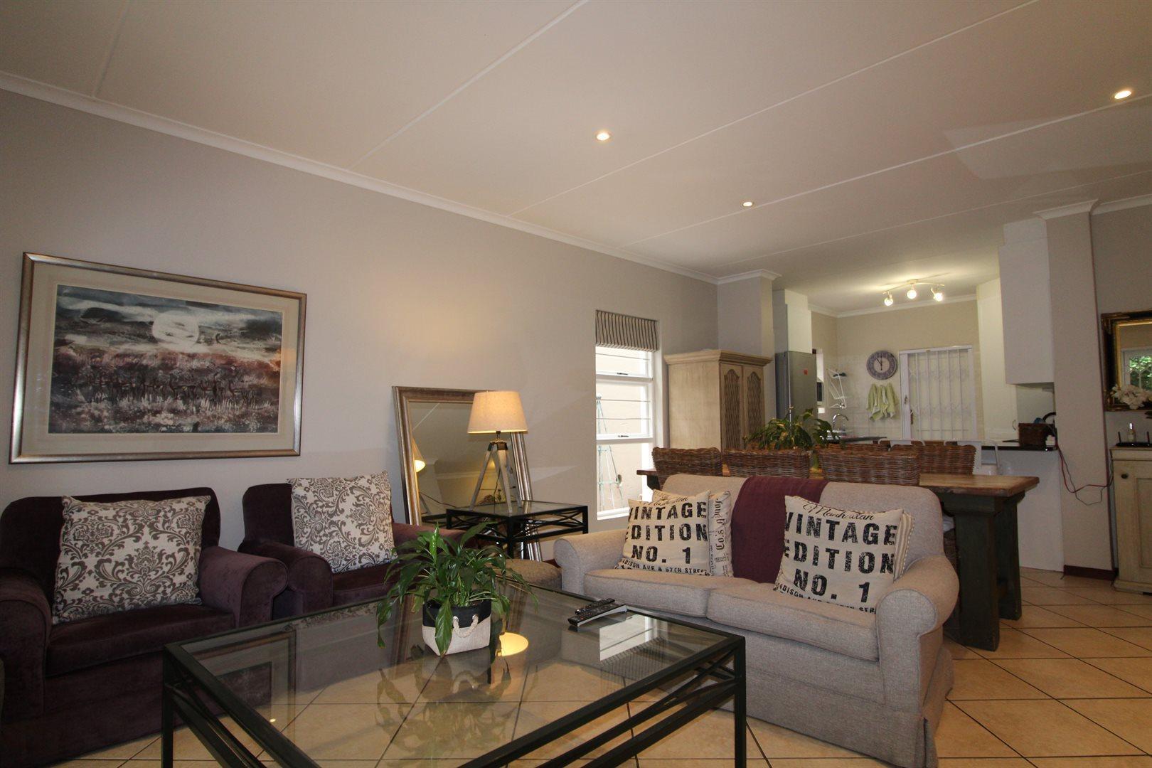 Bryanston property for sale. Ref No: 13551237. Picture no 3
