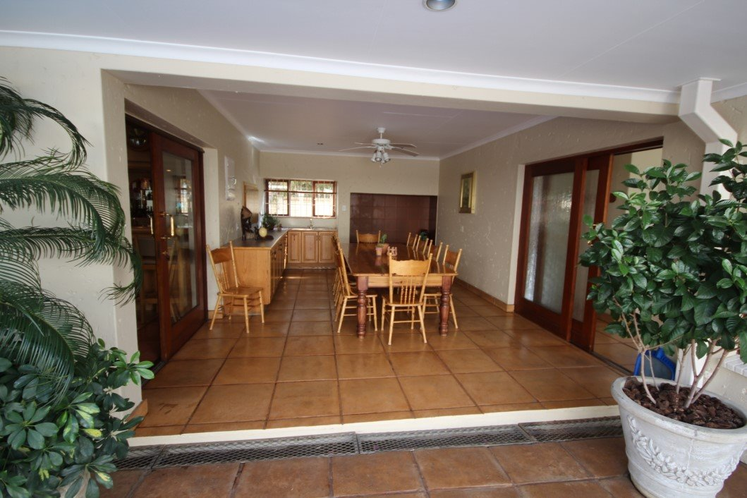 Three Rivers Proper property for sale. Ref No: 13338644. Picture no 6