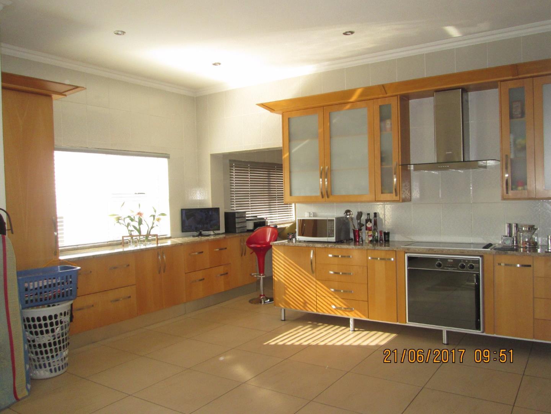 Glenvista property for sale. Ref No: 13526246. Picture no 17