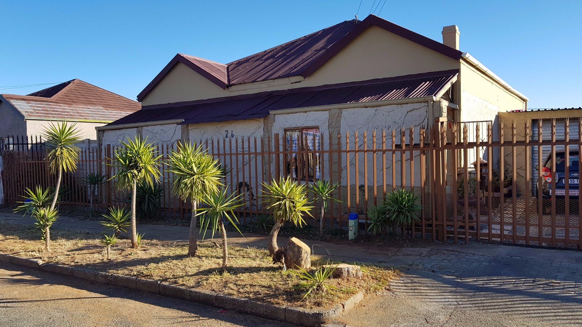 Krugersdorp, Krugersdorp West Property    Houses For Sale Krugersdorp West, Krugersdorp West, House 4 bedrooms property for sale Price:850,000