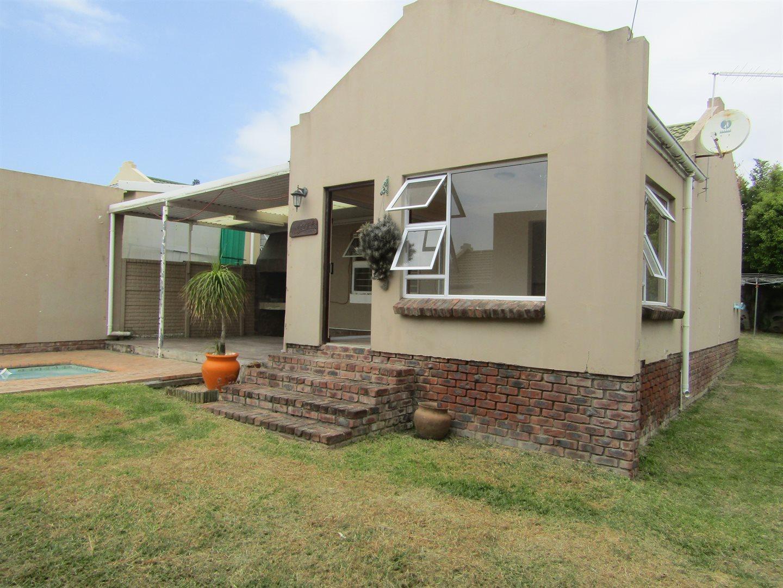 Property for Sale by DLC INC. ATTORNEYS Ernest De La Querra, House, 2 Bedrooms - ZAR 1,250,000