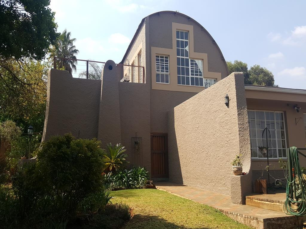Clubview property for sale. Ref No: 13389785. Picture no 16
