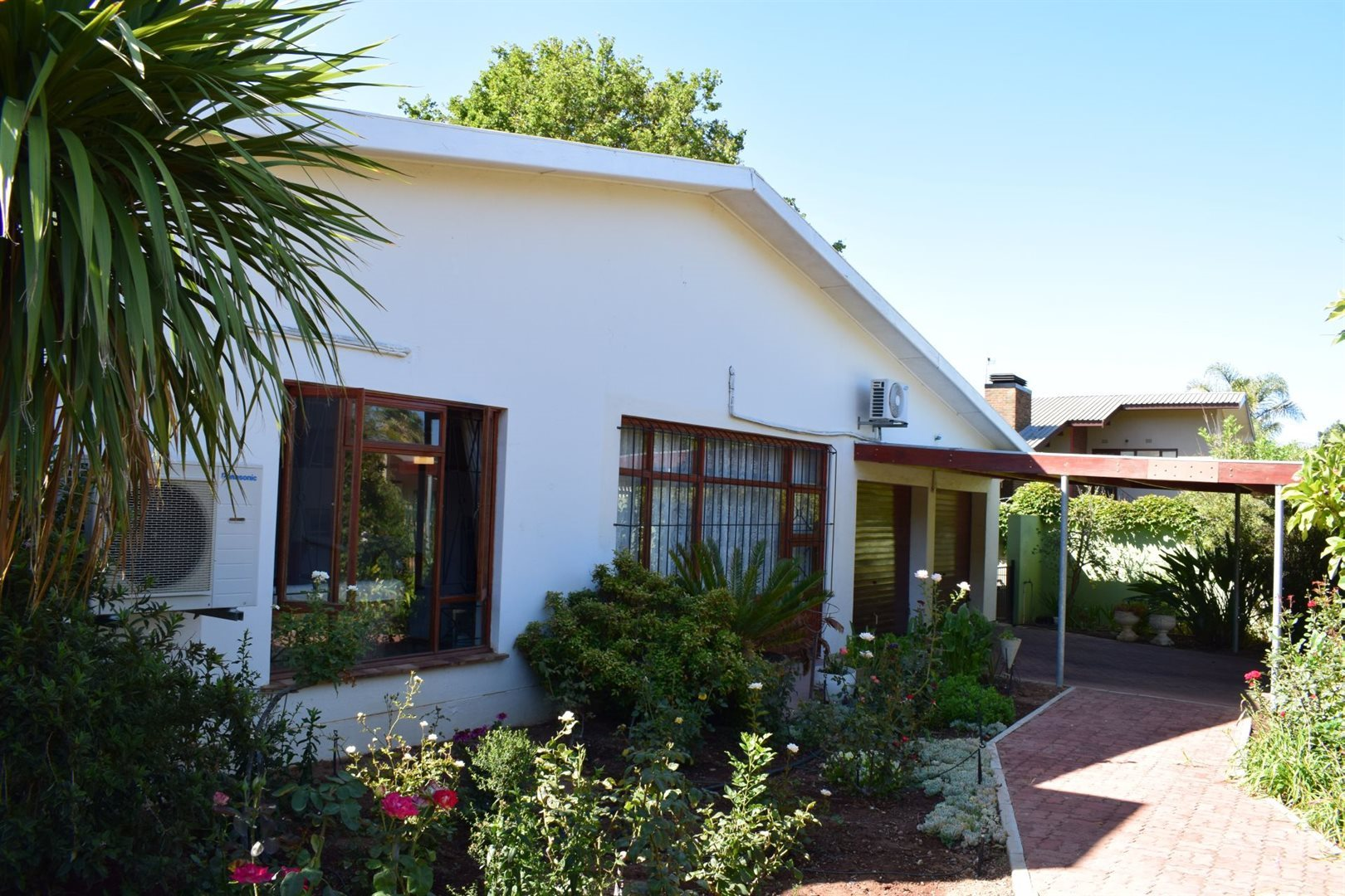 Property and Houses for sale in Van Riebeeck Park, House, 3 Bedrooms - ZAR 1,770,000