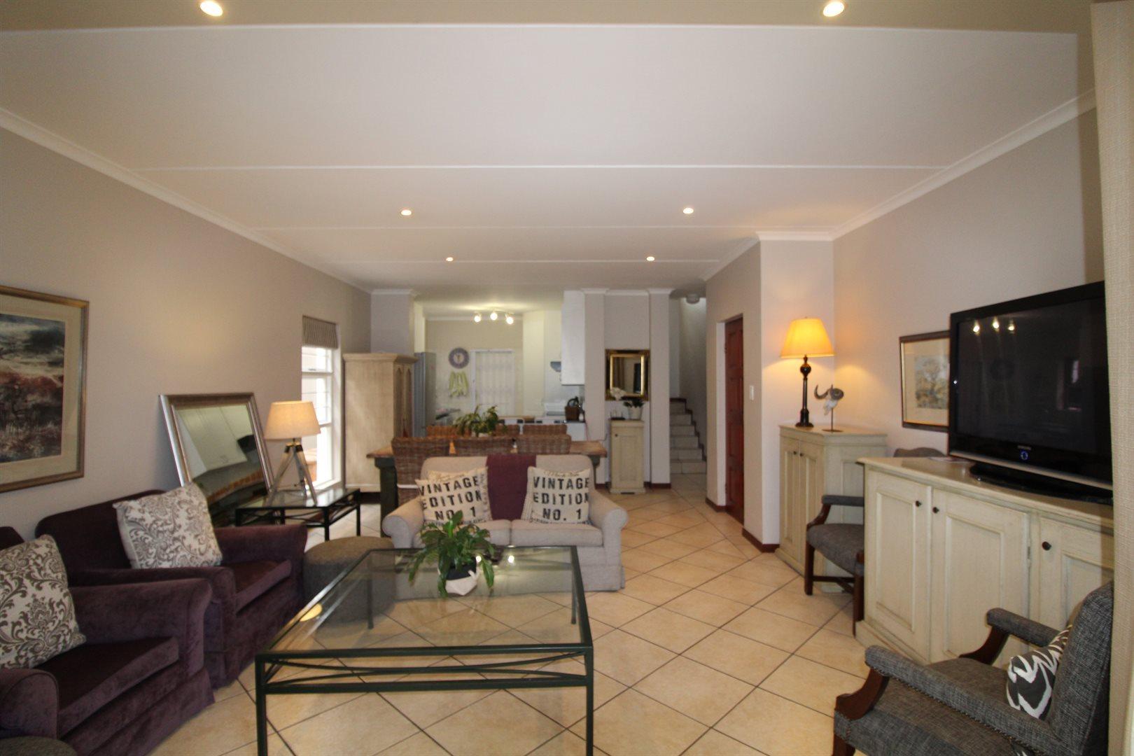 Bryanston property for sale. Ref No: 13551237. Picture no 32