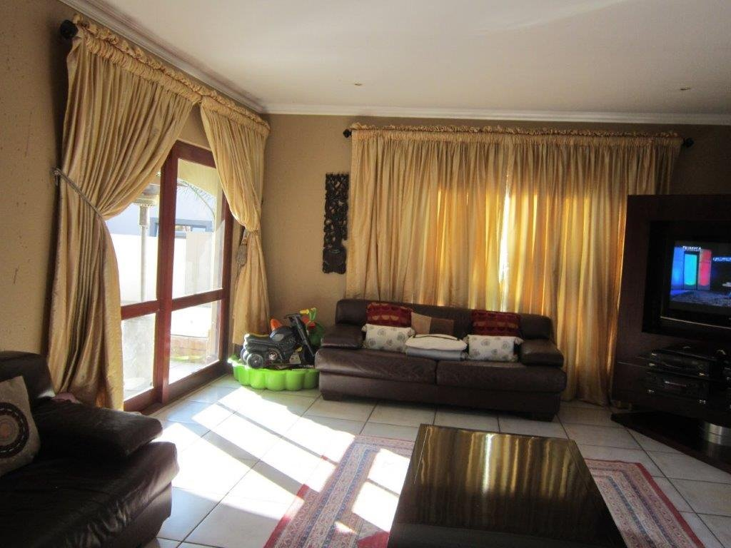 Blue Valley Golf Estate property for sale. Ref No: 13345353. Picture no 5
