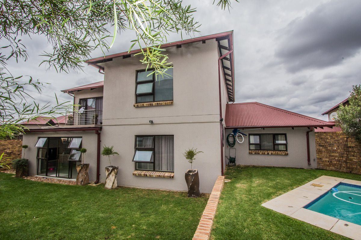 Randburg, Cedar Creek Property  | Houses For Sale Cedar Creek, Cedar Creek, Townhouse 5 bedrooms property for sale Price:2,500,000
