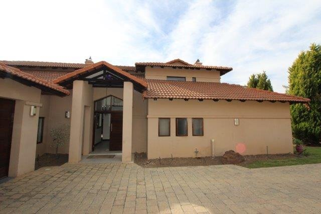 Property and Houses to rent in Fourways, House, 4 Bedrooms - ZAR , 27,00*,M