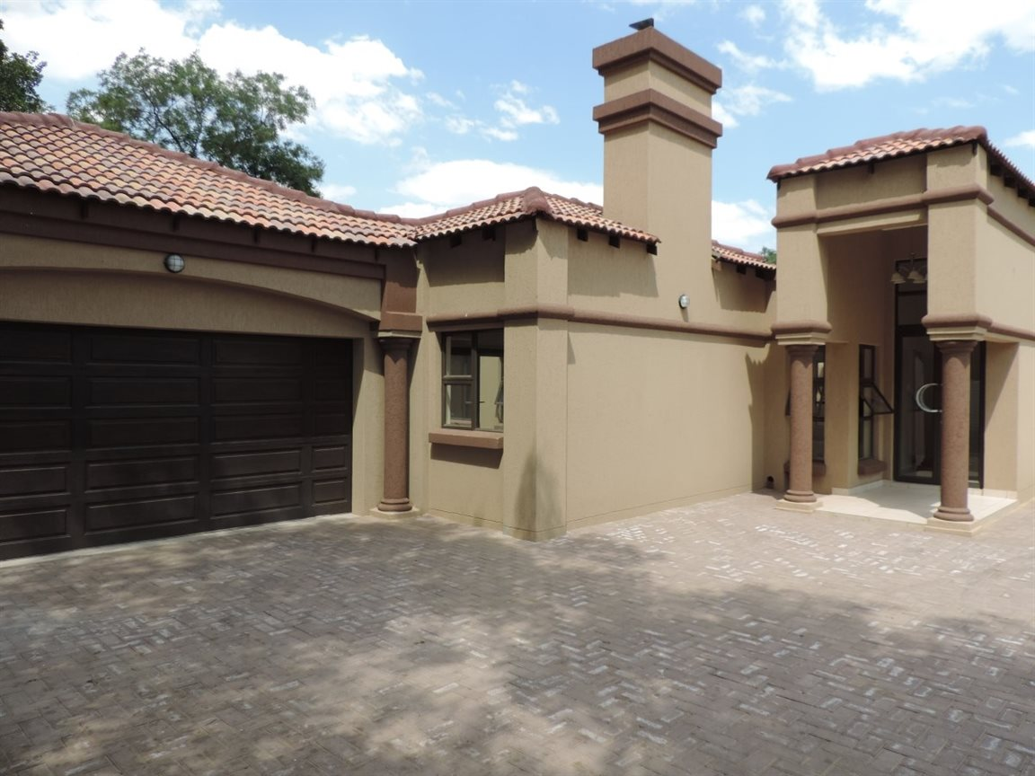 Three Rivers Proper property for sale. Ref No: 12765248. Picture no 11