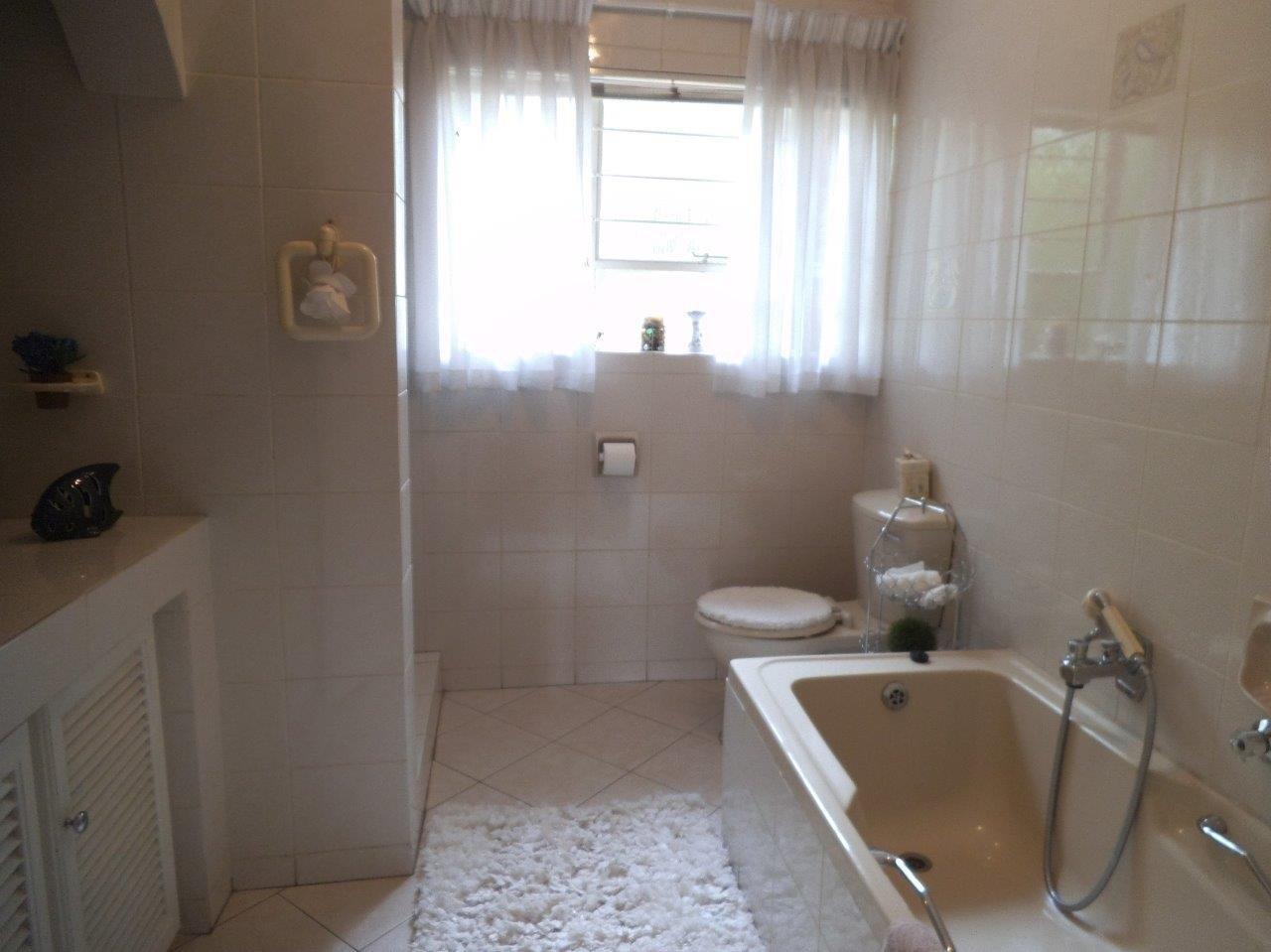 Glenvista property for sale. Ref No: 13624500. Picture no 29