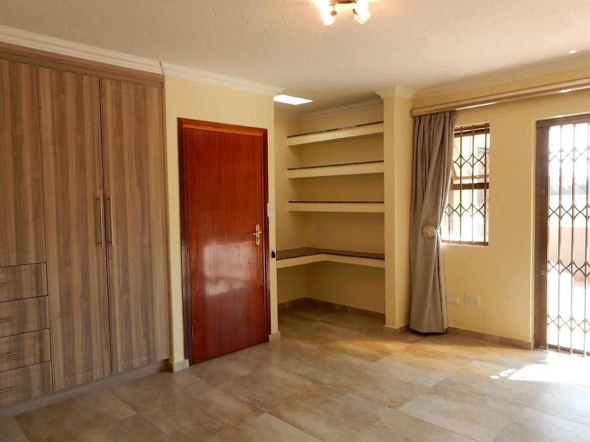Bryanston property for sale. Ref No: 13346431. Picture no 22