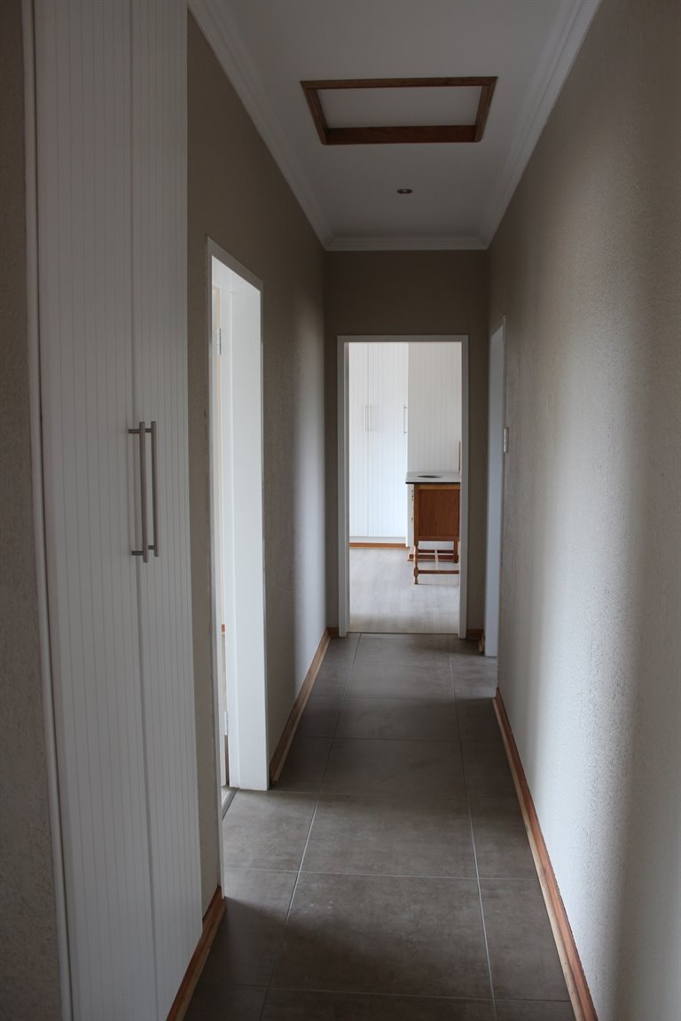 Suid Sentraal Oos property for sale. Ref No: 13403369. Picture no 8