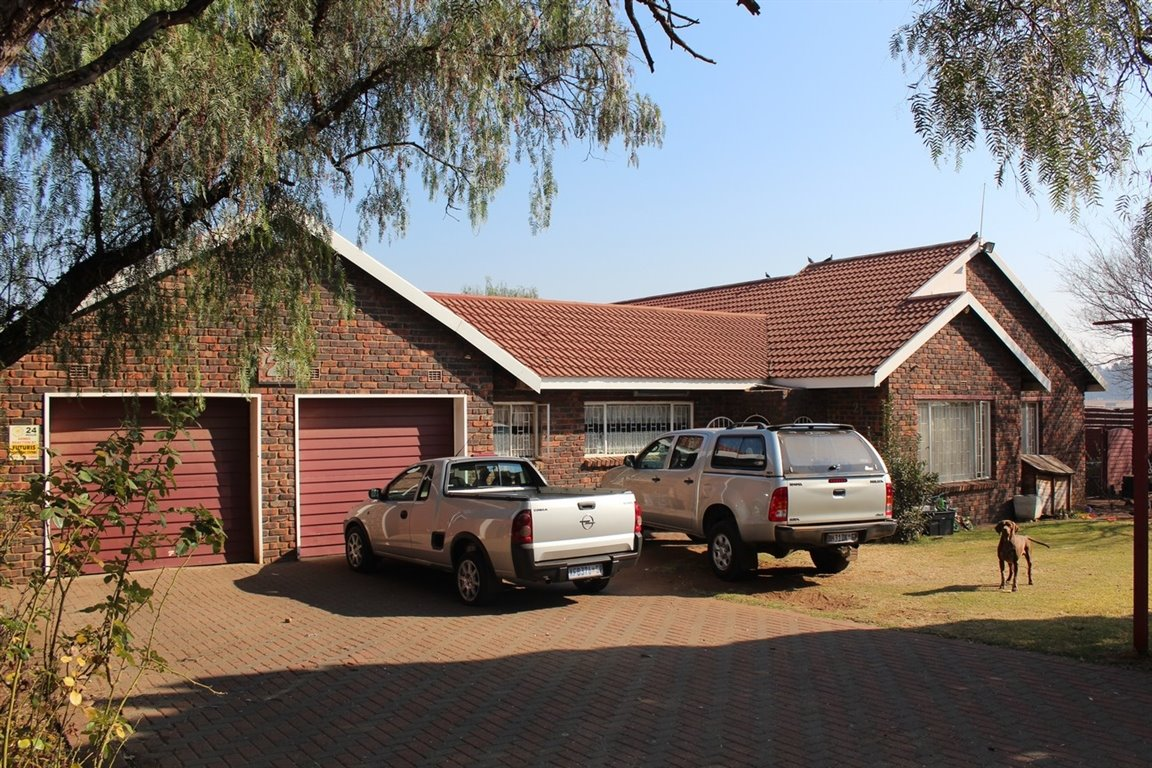 Three Rivers East property for sale. Ref No: 13398788. Picture no 17