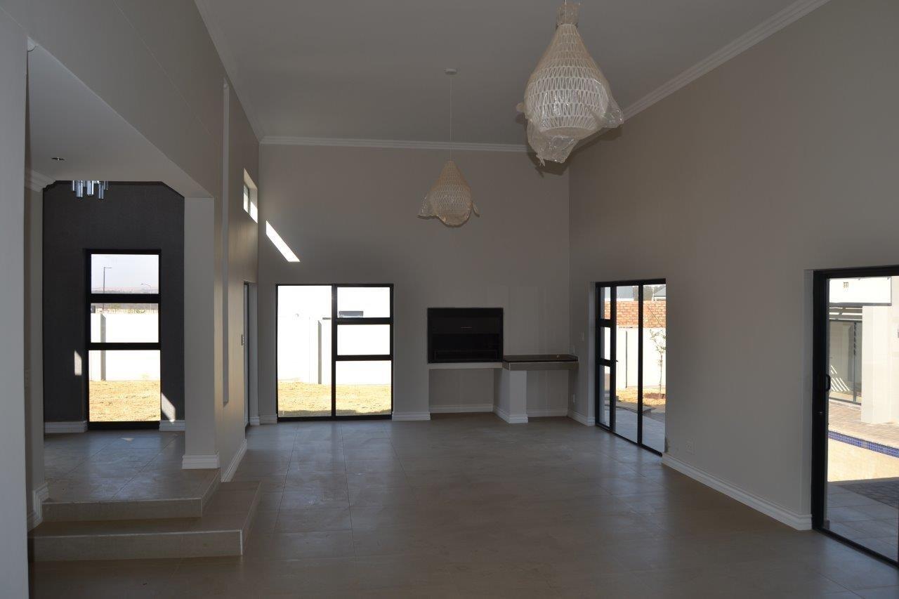 Midstream Ridge Estate property for sale. Ref No: 13500360. Picture no 4
