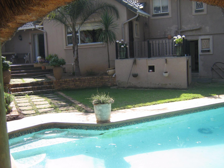 Mondeor property for sale. Ref No: 13525767. Picture no 24