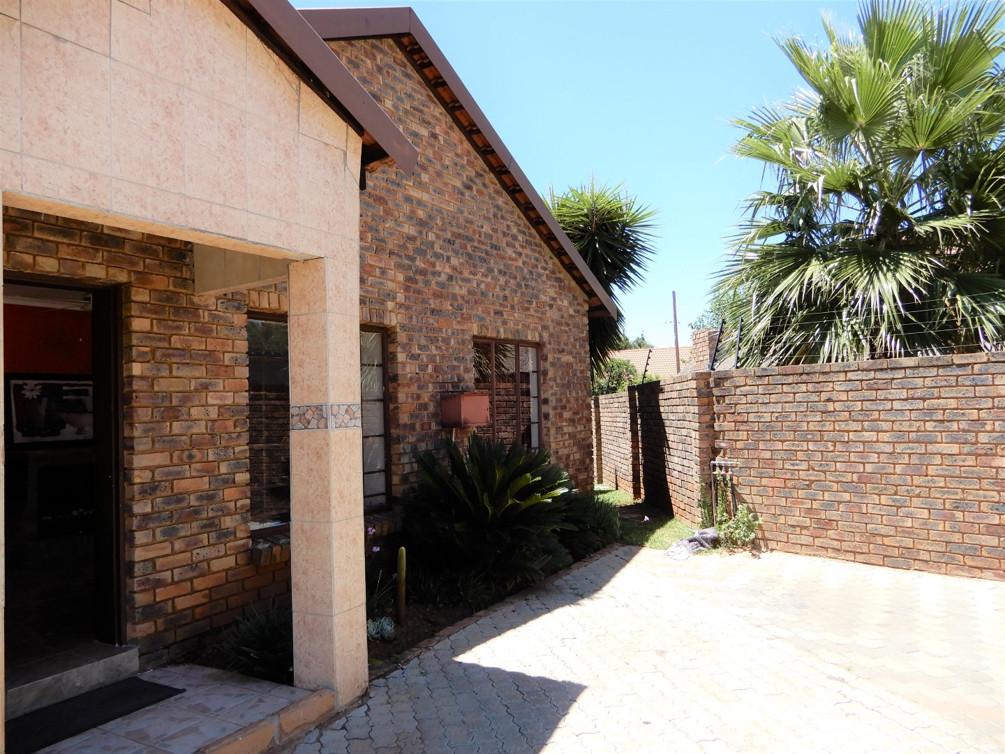 Property and Houses for sale in Heuweloord, Apartment, 3 Bedrooms - ZAR 1,500,000