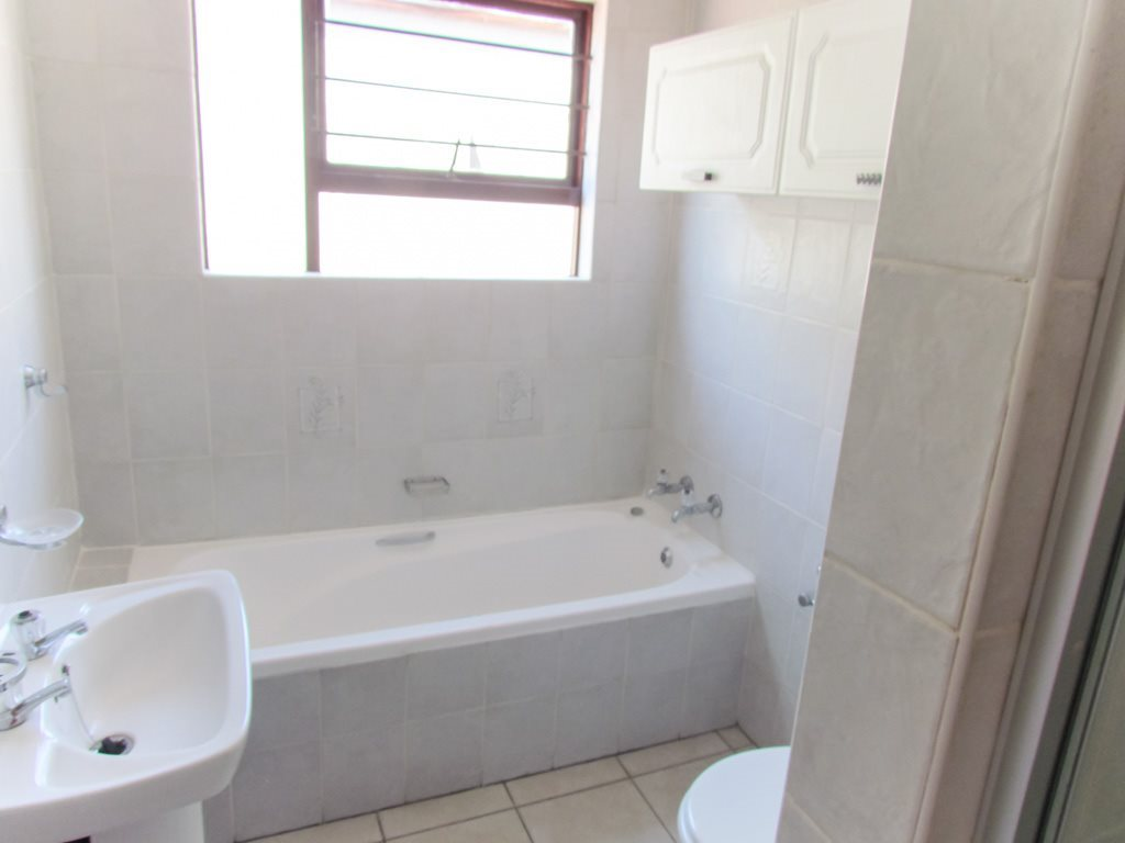 Lonehill property to rent. Ref No: 13553038. Picture no 12