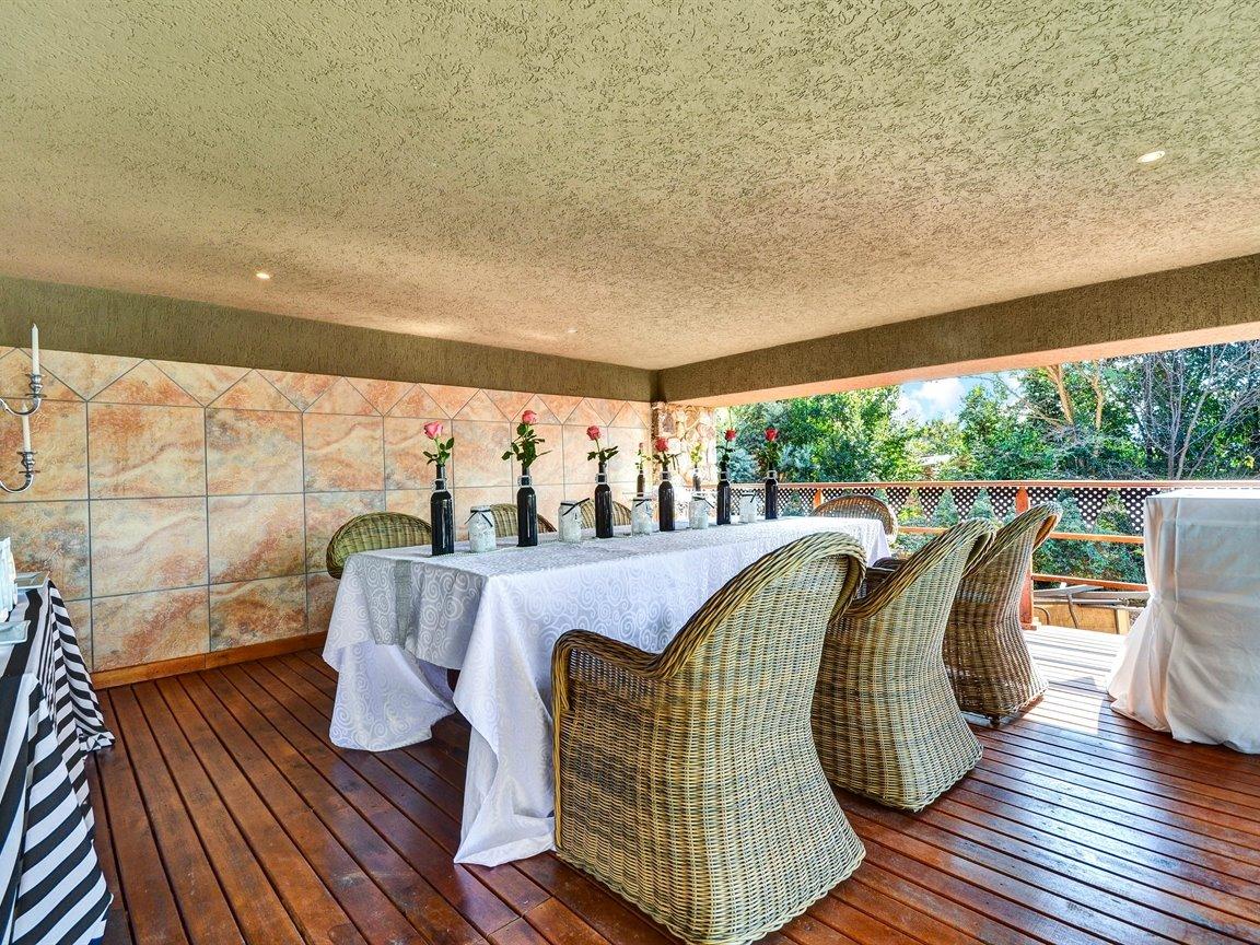 Glenvista property for sale. Ref No: 13390499. Picture no 19
